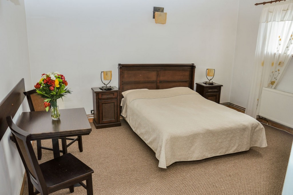 Pensiunea Restaurant Casa Albă Ghimbav, Braşov - Cazare în cameră dublă matrimonială