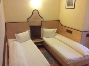 Pensiunea Restaurant Casa Albă - Ghimbav - Cazare în cameră dublă twin